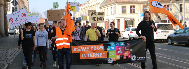 Bots beim Demonstrieren am 23.03.2019 in Potsdam